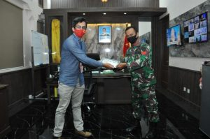 PT. Pins Serahkan STNK Motor Grandprize Kepada 3 Personel Dispenad yang Beruntung