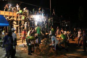 Satgas Yonarhanud 16 Bersama Warga Bangun Rumah Ibadah Di Perbatasan