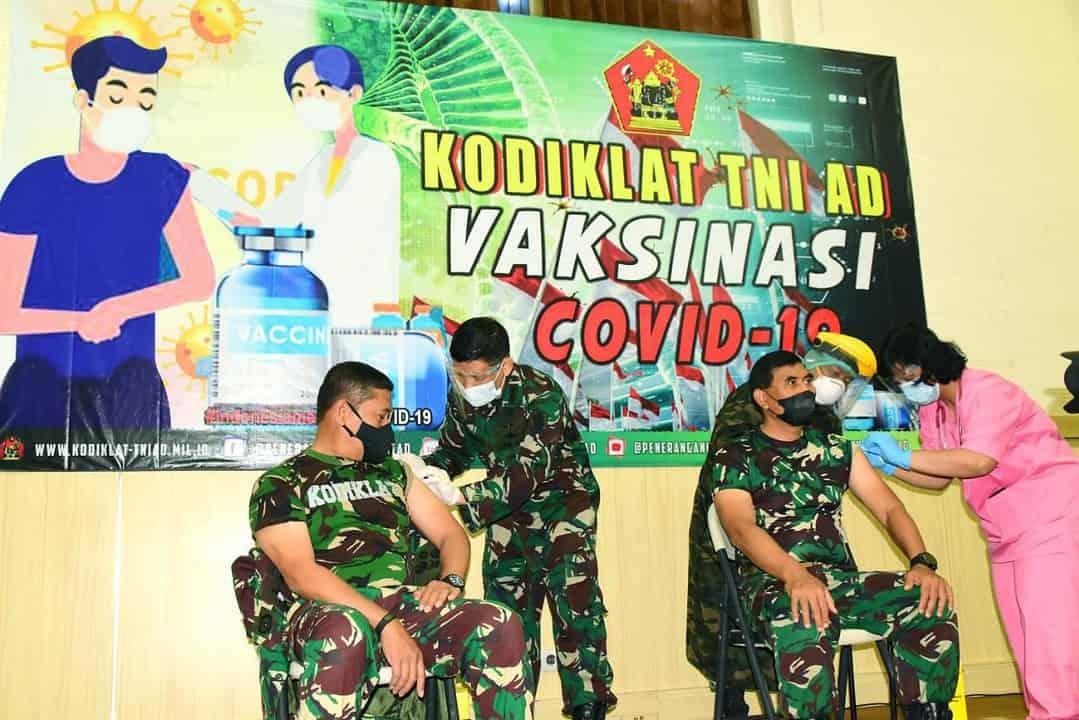 Serentak, Kodiklat TNI AD dan Jajarannya Laksanakan Vaksinasi Covid-19