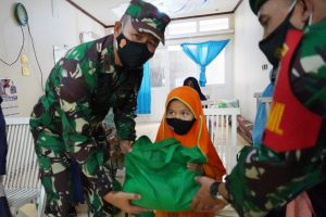 Cinta Anak Yatim dan Dhuafa, Danrem 061/SK beserta Istri Berikan Tali Asih