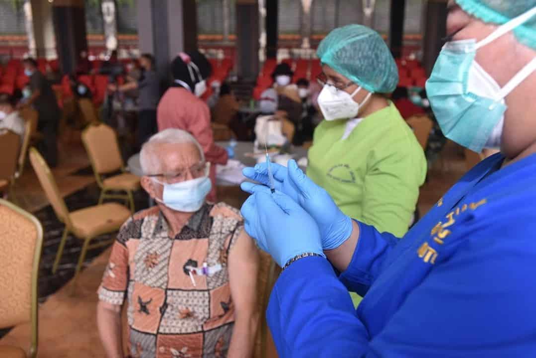 TNI AD gelar Vaksinasi Covid-19 bagi Purnawirawan Beserta Istri dan Warakawuri TNI AD