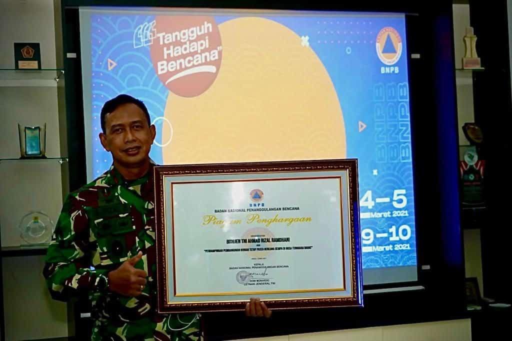 Danrem 162/WB Terima Penghargaan BNPB RI Dalam Penanggulangan Bencana NTB