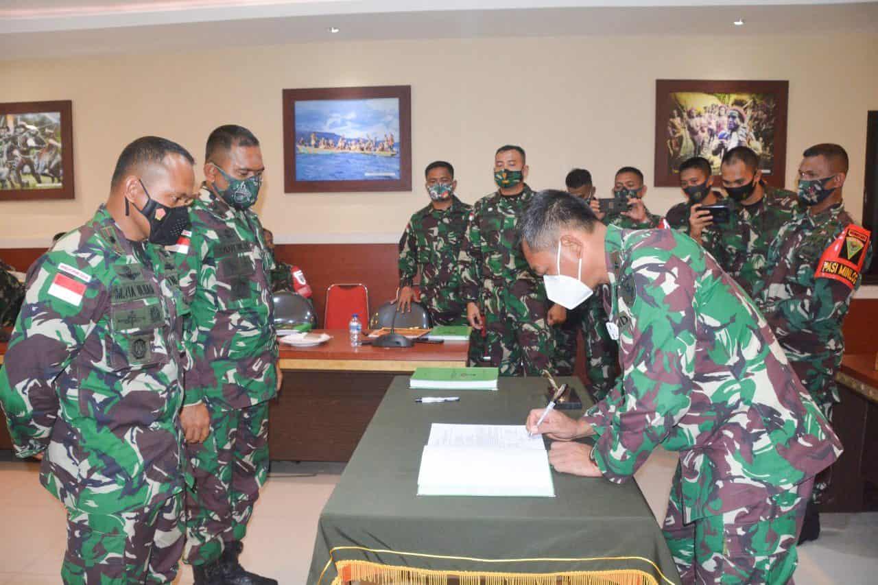 Danrem 172/PWY Pimpin Serah Terima Kodal Satgas TNI dan Musnahkan Barang Bukti Sitaan