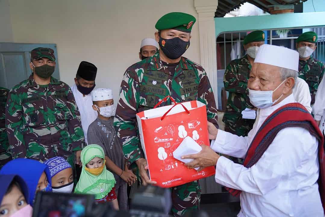 Korem 061/SK Peringati Isra Mi'raj Bersama Anak Yatim