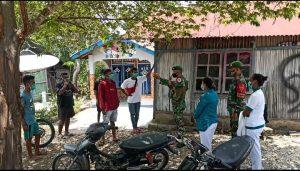 Cegah Penyebaran Covid-19, Satgas Yonif 742 Sosialisasi 5M dan 3T di Perbatasan