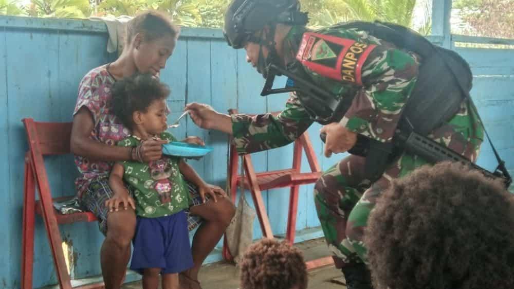Gelar Posyandu, Satgas Yonif 403/WP Jamin Tumbuh Kembang Balita di Papua