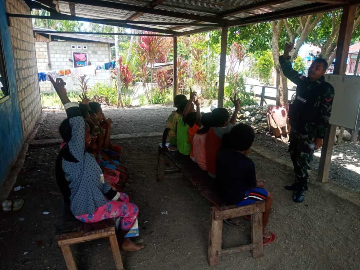 Calistung, Cara Unik Satgas Yonif 512/QY Tingkatkan Semangat Belajar Anak Papua