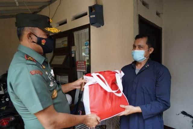 Terharu Salah Satu Warga sedang Isolasi Mandiri Disambangi Danrem 061/SK