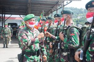 Danrem 172/PWY Melepas Purna Tugas Tiga Satgas TNI di Papua