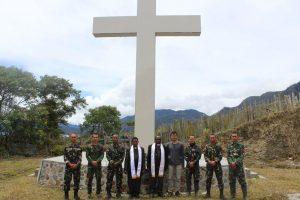 Bangun Kedamaian, Satgas Yonif 501 Ibadah Minggu Bersama dan Pengobatan Gratis di Sugapa