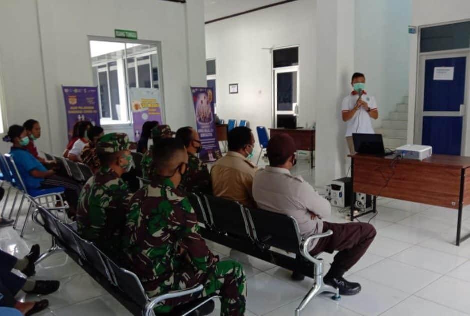 Sukseskan Program Vaksinasi, Babinsa Kodim 1702/Jayawijaya Ikuti Sosialisasi Vaksinasi Covid-19