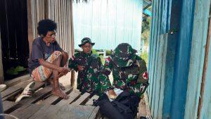 Peduli Kesehatan Warga, Satgas Yonif 403 Gelar Yankes Di Kampung Tatakra