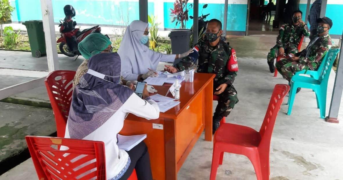 Personel Satgas Yonif 512/QY Vaksinasi Tahap Pertama