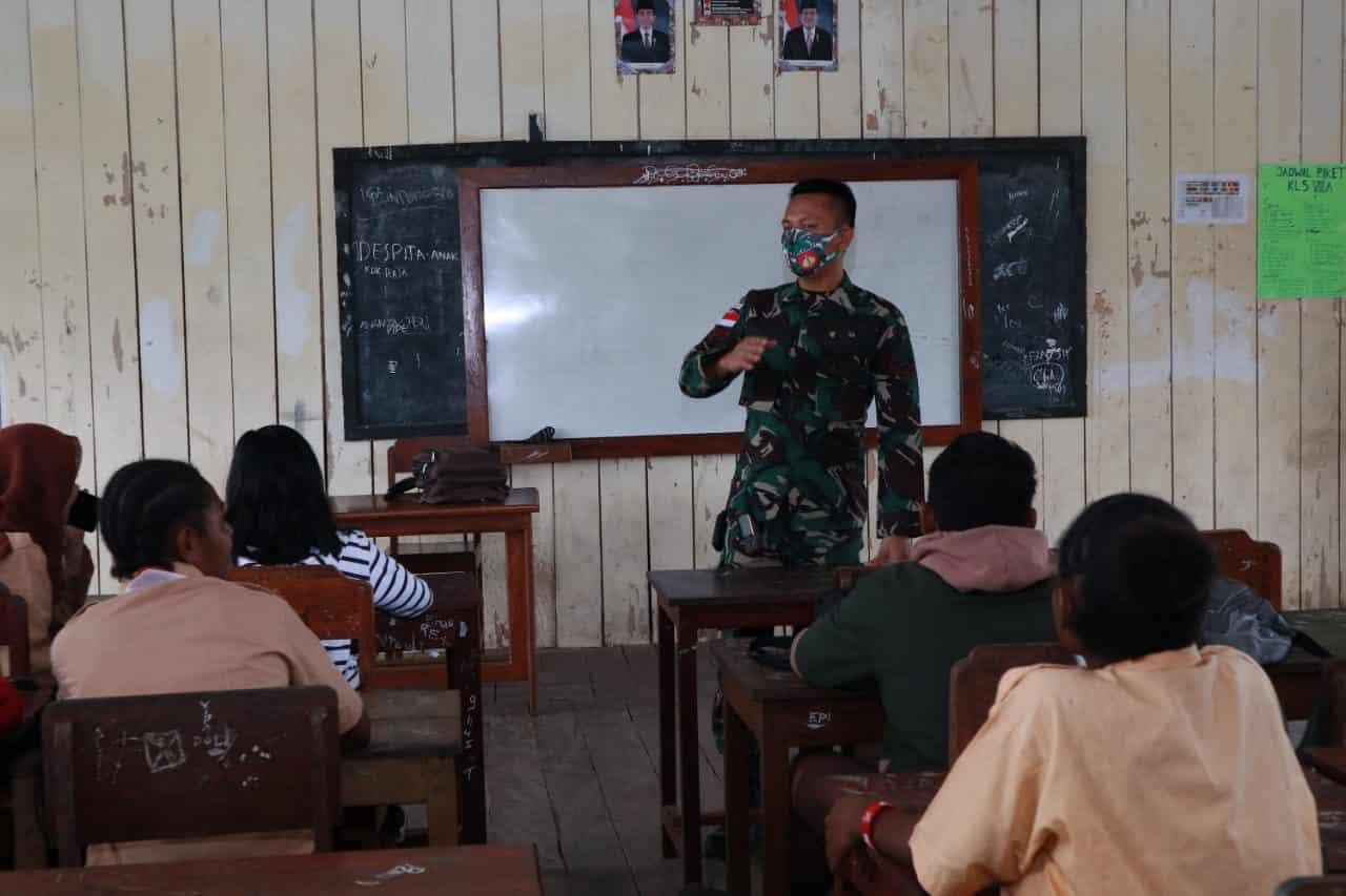 Kekurangan Guru, Satgas Yonif 403 Bantu Mengajar Di Papua