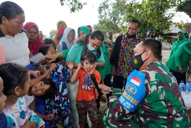 Upaya Korem 162/WB Berikan Trauma Healing Korban Banjir Bandang