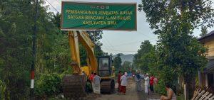 Satgas Zeni TNI AD Mulai Rekonstruksi Jembatan di Rade