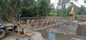 Rangka Jembatan Telah Tepasang, Warga Desa Bolo-Rade Kembali Tersenyum