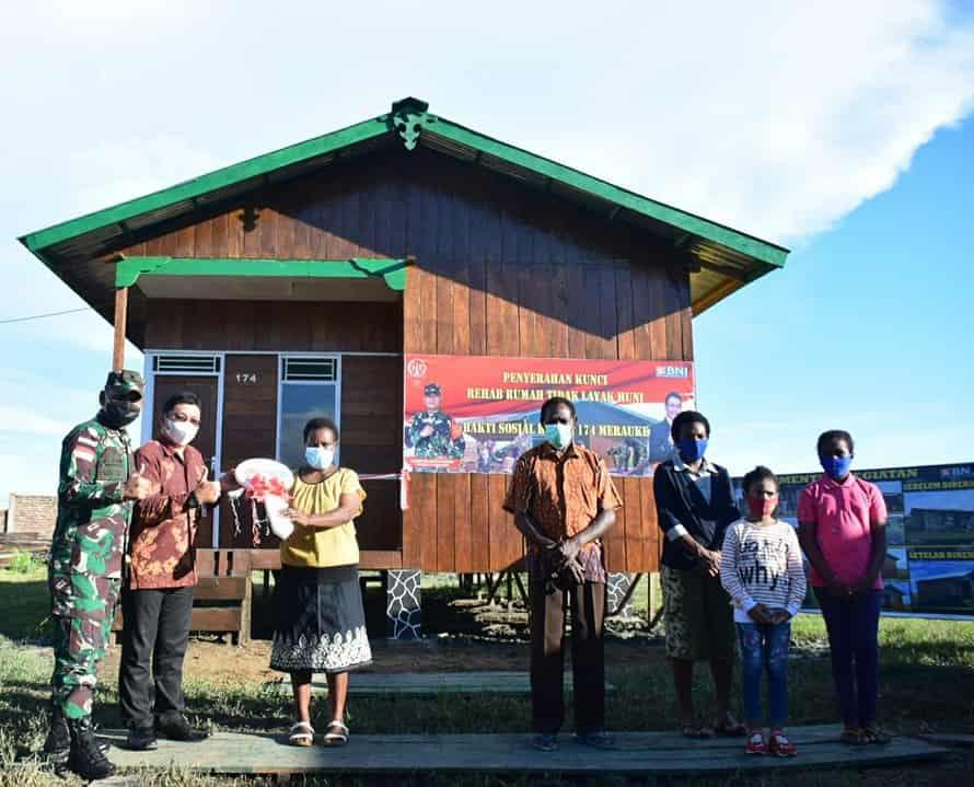 Danrem 174/ATW Serahkan Kunci Rumah Renovasi RTLH Bagi Pejuang Kemerdekaan
