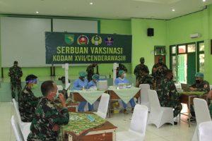 Serbuan Vaksinasi Covid-19 Satuan TNI Jajaran Kodam XVII/Cenderawasih