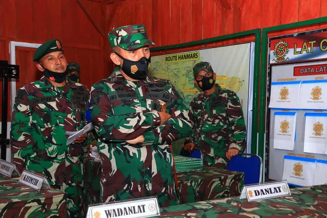 Pangdivif 2 Kostrad Tinjau Latihan Standardisasi Prajurit Kostrad di Daerah Latihan Pantai Tamban