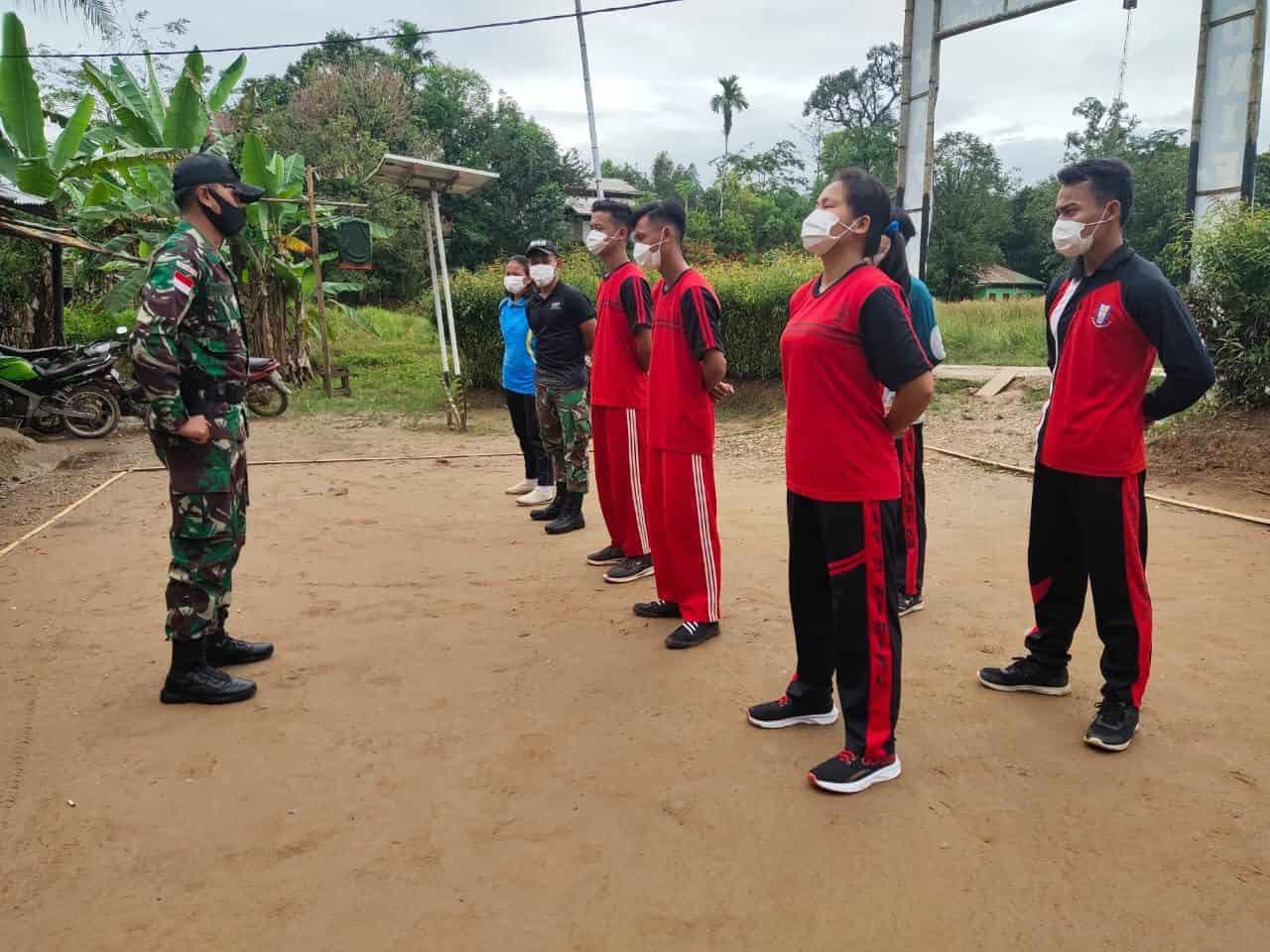 Satgas Yonif 642/Kps latih Baris-Berbaris Paskibraka Desa Siding