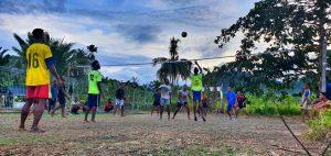 Satgas Yonif 403 Gelar Olahraga Bersama Masyarakat Kampung Batom