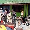 Satgas Yonarmed 6 Bantu Pihak Kecamatan Miomaffo Barat Lakukan Patroli BBM