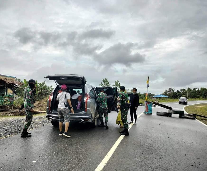 Cegah Aktivitas Ilegal, Satgas Pamtas Yonif 642/Kps Laksanakan Sweeping di Perbatasan.
