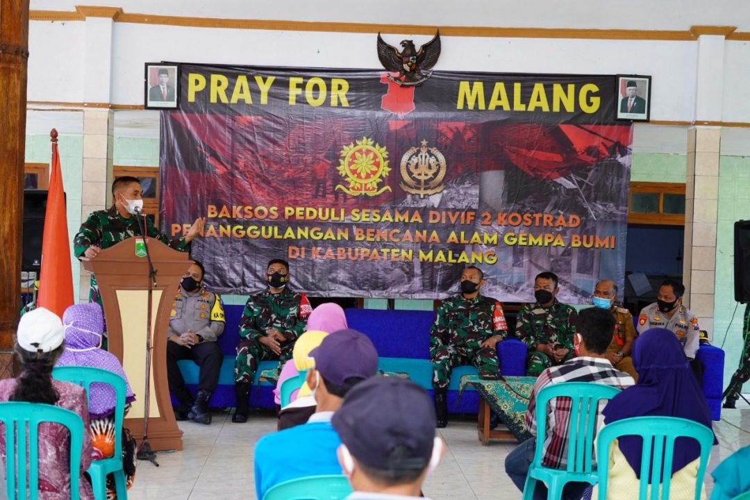 Peduli Korban Gempa Kabupaten Malang, Divif 2 Kostrad Berikan Bantuan 300 Paket Sembako