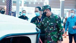 Letjen TNI AM. Putranto Selaku Ketua Dewan Pembina IOF Kunjungi IIMS Hybrid 2021 di JIExpo