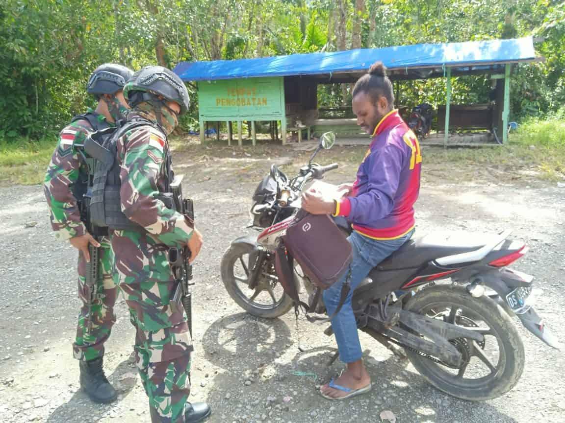 Cegah Peredaran Barang Terlarang, TNI Laksanakan Sweeping di Perbatasan Papua