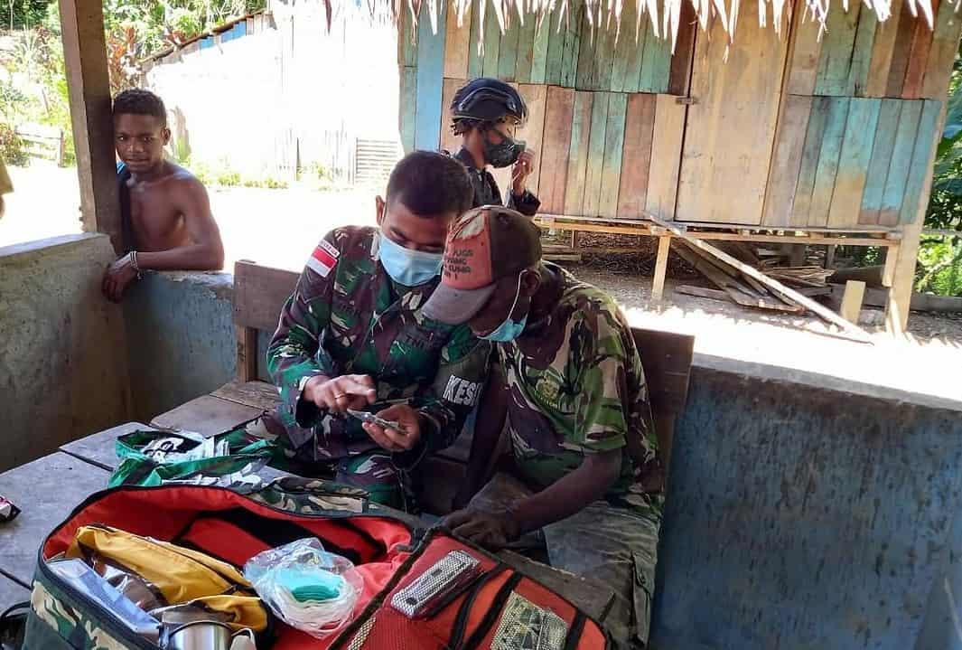 Perduli Kesehatan Masyarakat Perbatasan, Satgas Yonif 512/QY Gelar Pengobatan Keliling