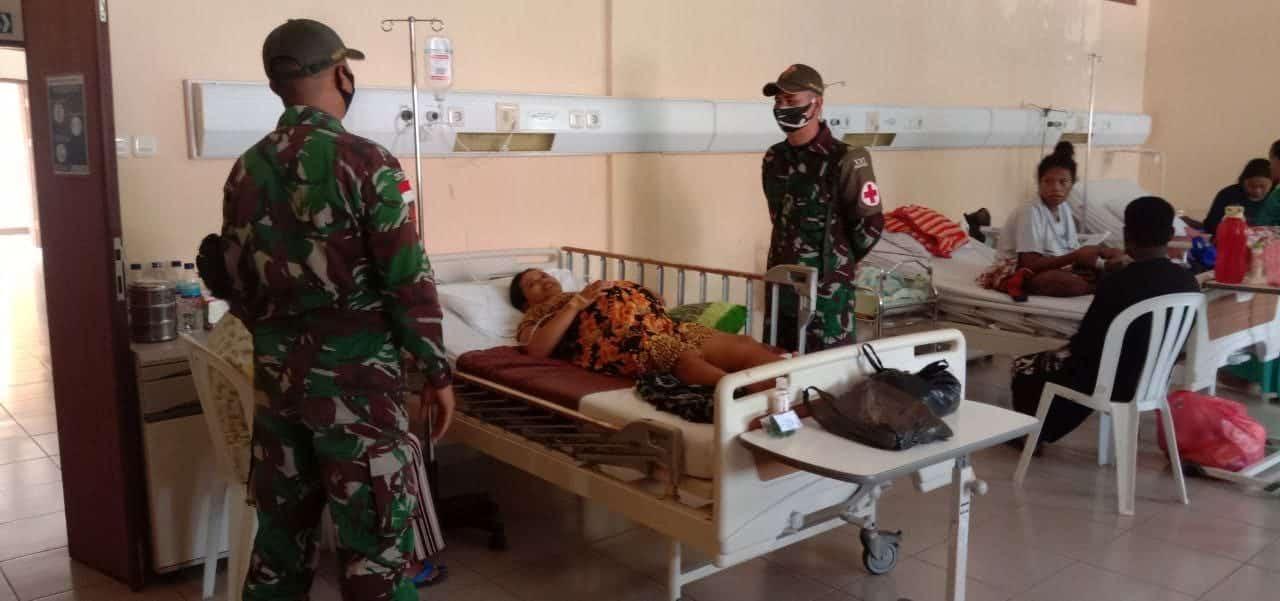 Bantu Warga Melahirkan, Personel Satgas Yonif 131/Brs Donorkan Darah