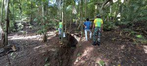Peduli Lingkungan, Satgas Yonarmed 6 dan Pemuda Desa Inbate Tanam Pohon di Perbatasan