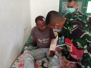 Alami Patah Tulang, Jhone Dapat Perawatan Dokter Satgas Yonif 512/QY