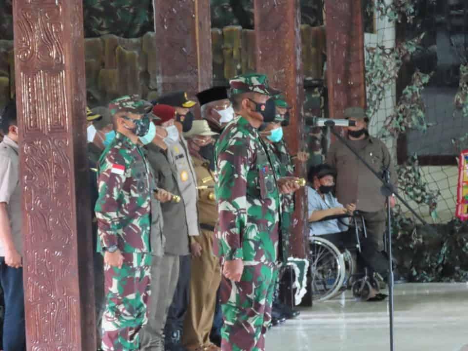 Pangdam XVII/Cenderawasih Ikuti Upacara Pengantaran Jenazah Mayjen TNI (Anumerta) I Gusti Putu Danny Nugraha Karya
