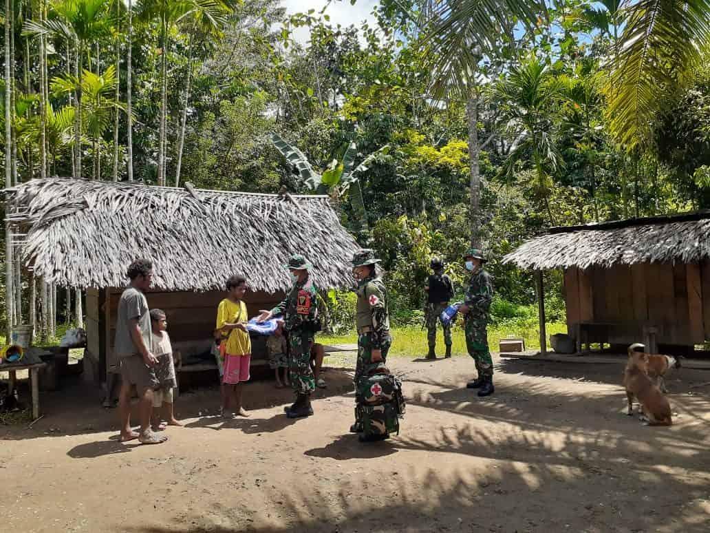 Cegah Penyebaran Malaria, Satgas Yonif 403 Gelar Sosialisasi dan Bagikan Kelambu di Perbatasan