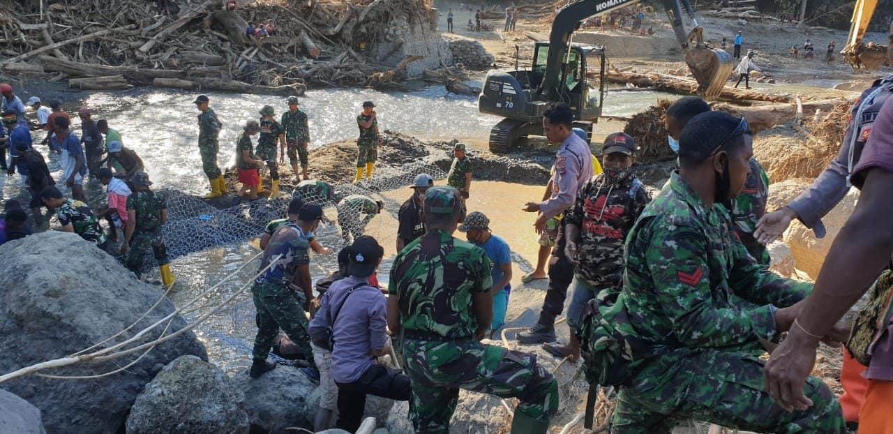 Satgas Zeni TNI AD Tiba di Alor, Lanjutkan Misi Kemanusiaan, Langsung Aksi Kerjakan Jembatan