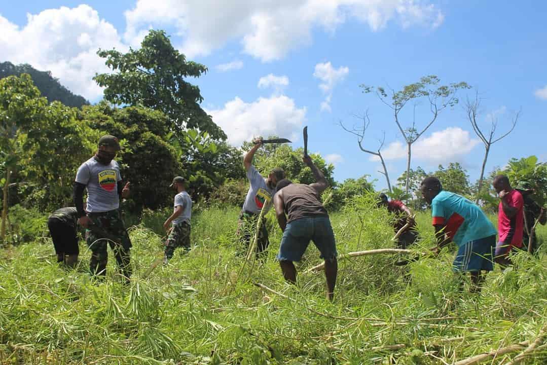 Satgas Yonif 131 Gelar Karya Bhakti di Perbatasan RI-PNG