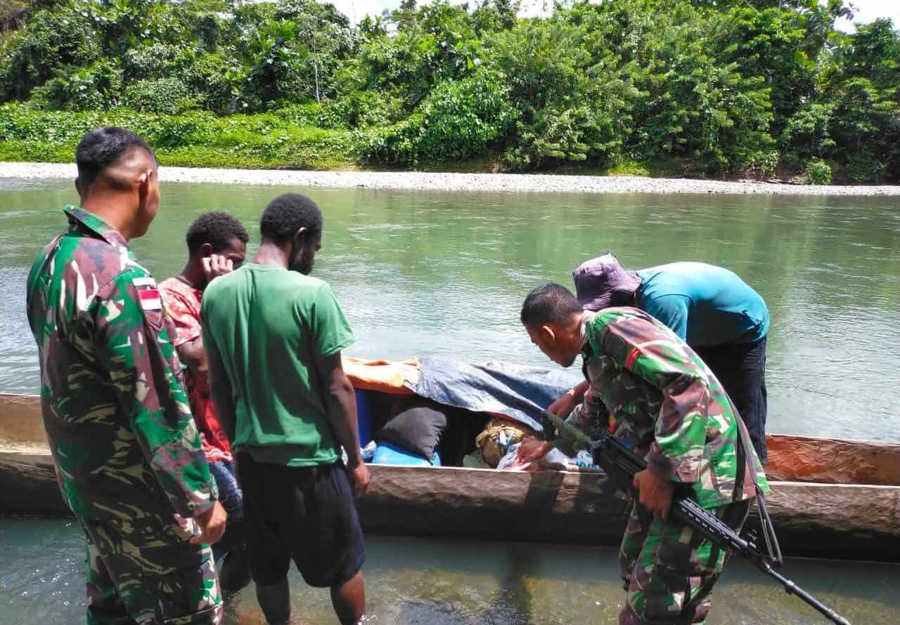 Cegah Peredaran Miras, Satgas Yonif 403 Gelar Pemeriksaan di Perairan Towe Hitam