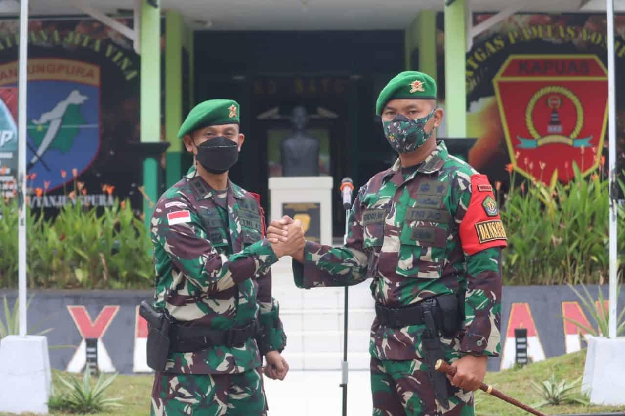Satgas Yonif 642/Kps Serah Terima Tugas Pengamanan Perbatasan RI-Malaysia Sektor Barat Kepada Yonif Mekanis 643/Wns