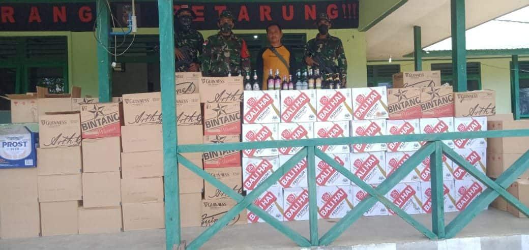 Satgas Pamtas Yonif Mekanis 643/Wns Mengamankan Ribuan Botol Miras