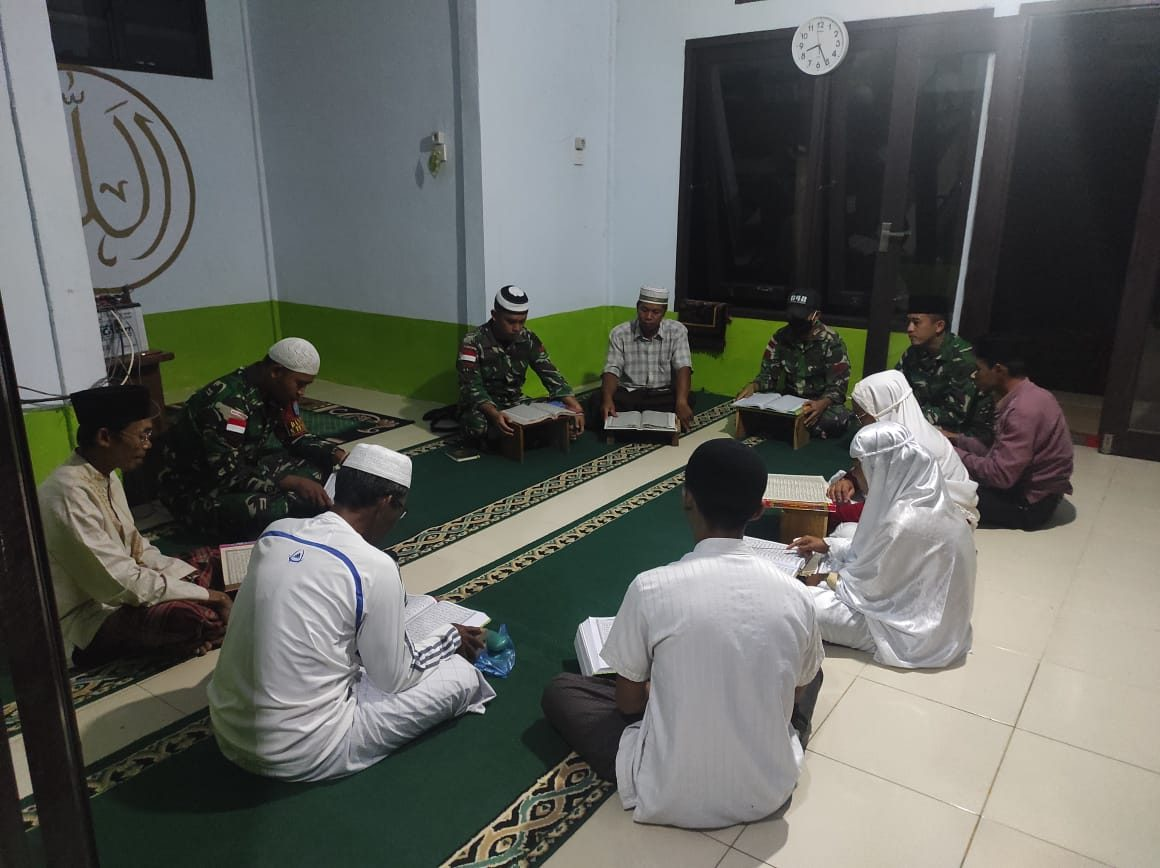 Ramadhan di Perbatasan, Satgas Yonif 642 Laksanakan Ibadah Bersama Warga