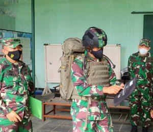 Kadislitbangad Pimpin Uji Terima Materiel Bekal Anti Peluru Untuk Melindungi Prajurit TNI