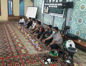 Satgas Yonif 642 Buka Bersama Remaja Masjid dan Anak Yatim di Perbatasan