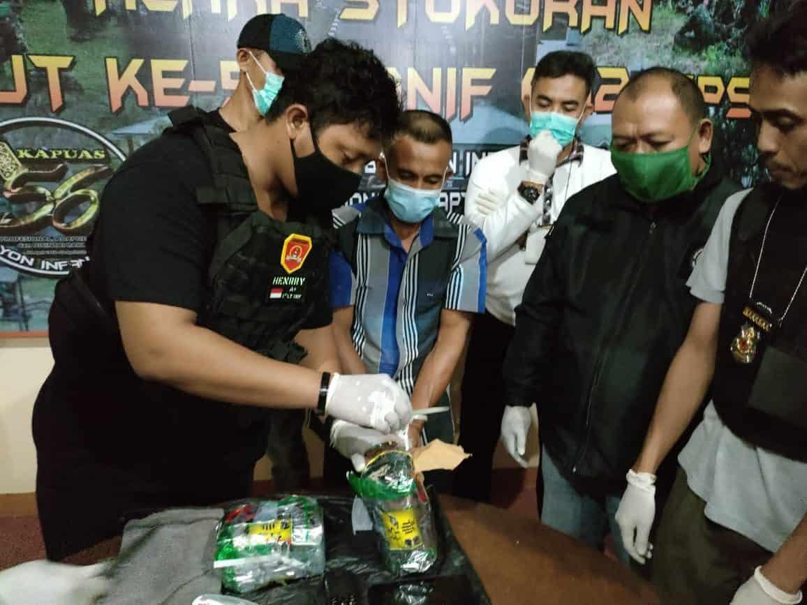 Satgas Yonif 642 Bersama Tim Gabungan Amankan 2 Paket Sabu-Sabu Seberat 1,7 Kg di Perbatasan RI-Malaysia