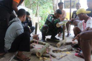 Satgas Yonif 742 Ajarkan Kerajinan Bambu Kepada Masyarakat Perbatasan