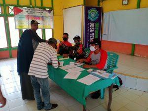 Satgas Yonif 642 Bantu Pemerintah Desa Salurkan Tunjangan Abdi Desa