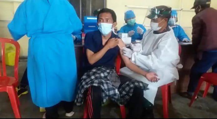 Kodim Bangli Konsisten Terjunkan Anak Buahnya Sebagai Vaksinator