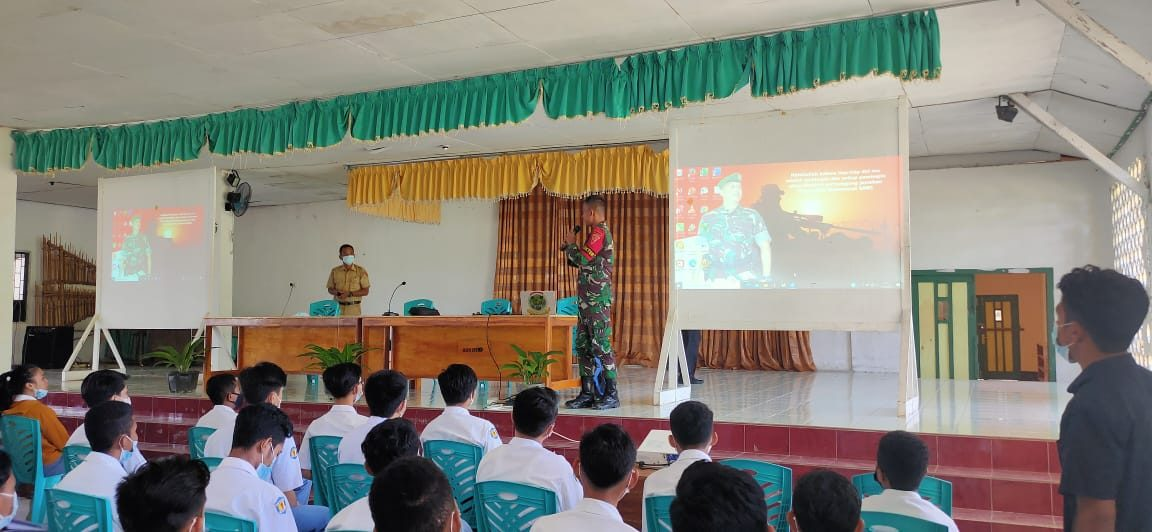 Satgas Berikan Sosialisasi Penyakit Menular Seksual di SMA Katholik Suria